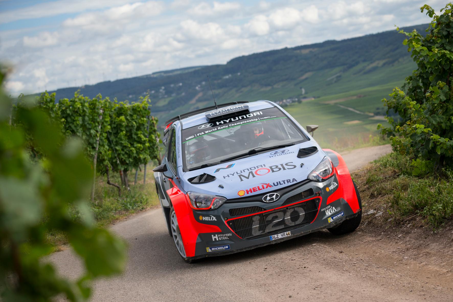 Wie faszinierend Rallye-Sport sein kann, lässt sich am besten von innen erleben – wenn ein Profi wie Dani Sordo die Hände am Lenkrad und der Handbremse hat.