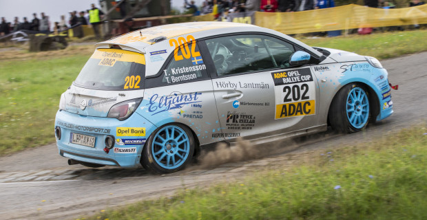 Das Schweden-Duo Kristensson und Berntsson musste nach einem Reifenplatzer am zweiten Tag die Waffen strecken.