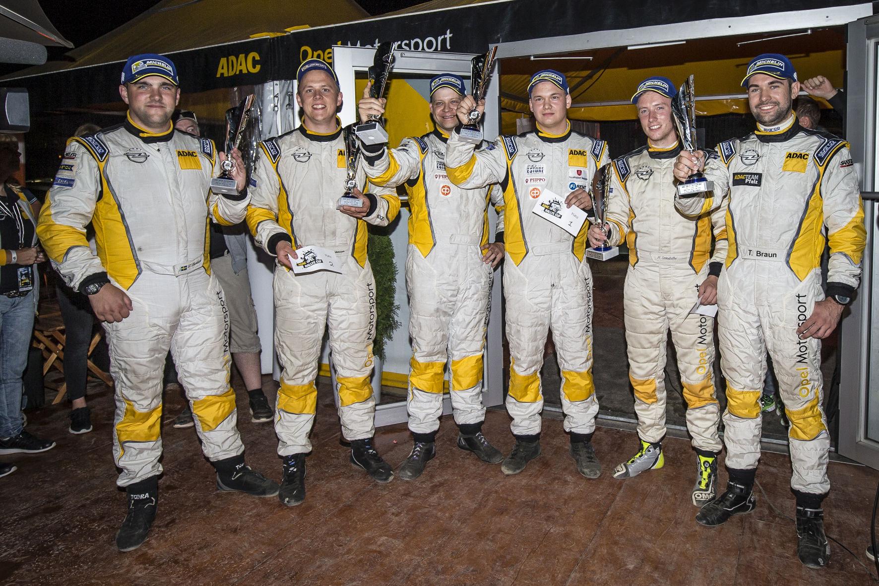 Stolze Sieger: Für die jungen Fahrer ist der Opel ADAM Cup der elegante Einstieg in die große Welt des Rallyesports.