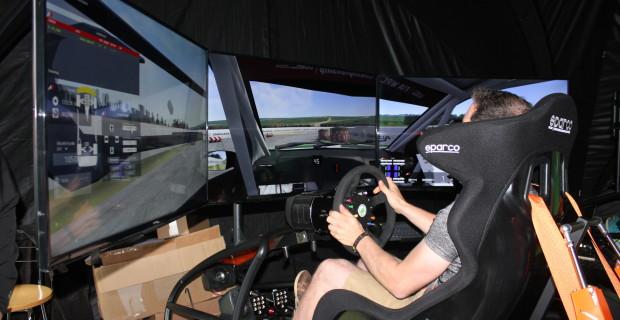 Videospiel deluxe: Skoda baut bei der Deutschland-Rallye drei Profi-Rennsimulator auf, die Zuschauer austesten dürfen. Auf den 60.000 Euro teuren Maschinen trainieren auch viele Rennprofis.