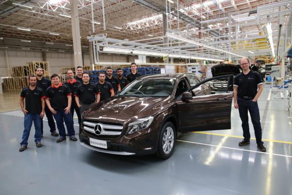 Produktionsstart des GLA im Mercedes-Benz-Werk Iracemápolis (r.: Standortverantwortlicher Chris Wittke)
