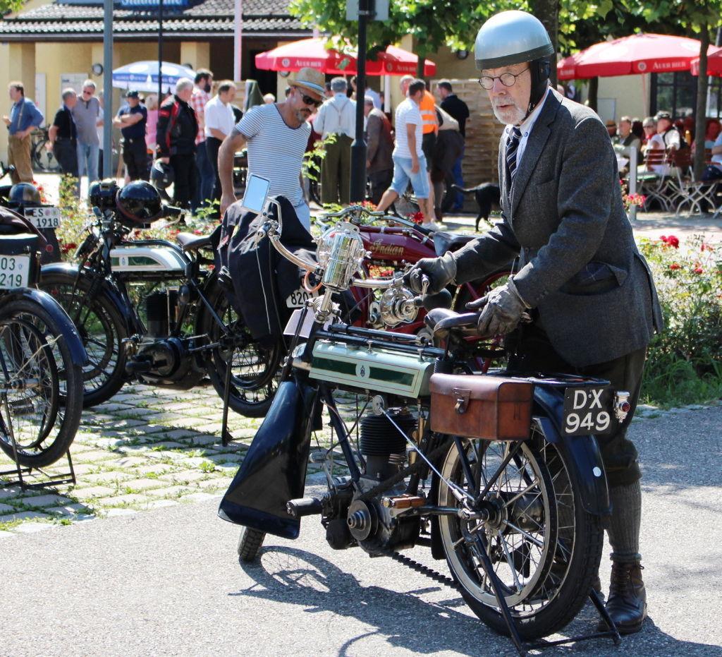 Gemeinsam arbeiten und genießen mit Oldtimern. Fotowettbewerb. Mein Motorrad hält mich jung, Peter Dahlström, München.