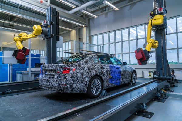 Doppelte Staatsbürgerschaft: Ab dem Marktstart 2017 rollt der neue BMW 5er auch bei Magna im österreichischen Graz vom Band.