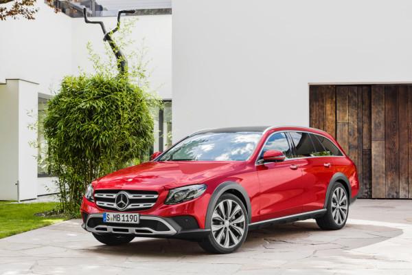 Ein T-Modell auch fürs leichte Gelände: die Mercedes-Benz E-Klasse All-Terrain mit serienmäßiger Luftfederung und Allradantrieb.