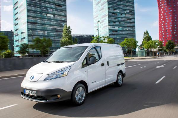 Nissan bietet für seinen Elektro-Transporter e-NV200 jetzt eine Garantie über fünf Jahre oder 100.000 Kilometer an. Das Angebot gilt für alle Neufahrzeuge ab dem 1. Oktober 2016.