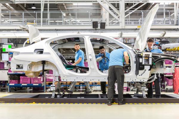 Magna ist der weltweit einzige Fahrzeugauftragsfertiger, der vom konventionellen Antrieb über Plug-in-Hybrid bis hin zum rein elektrischen Fahrzeug alles produziert.