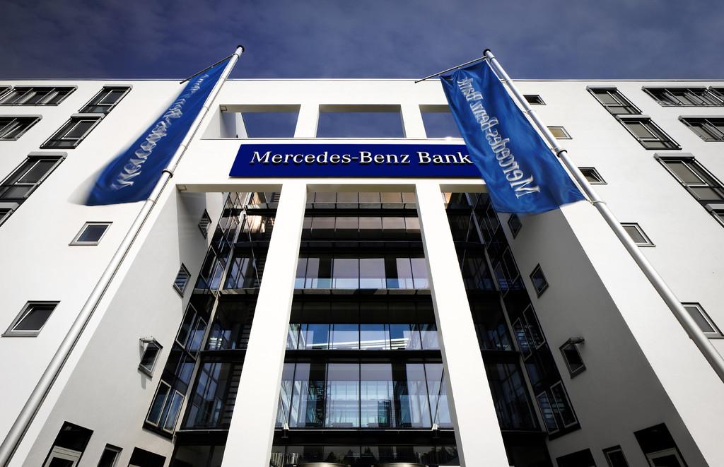 Mercedes-Benz-Bank.