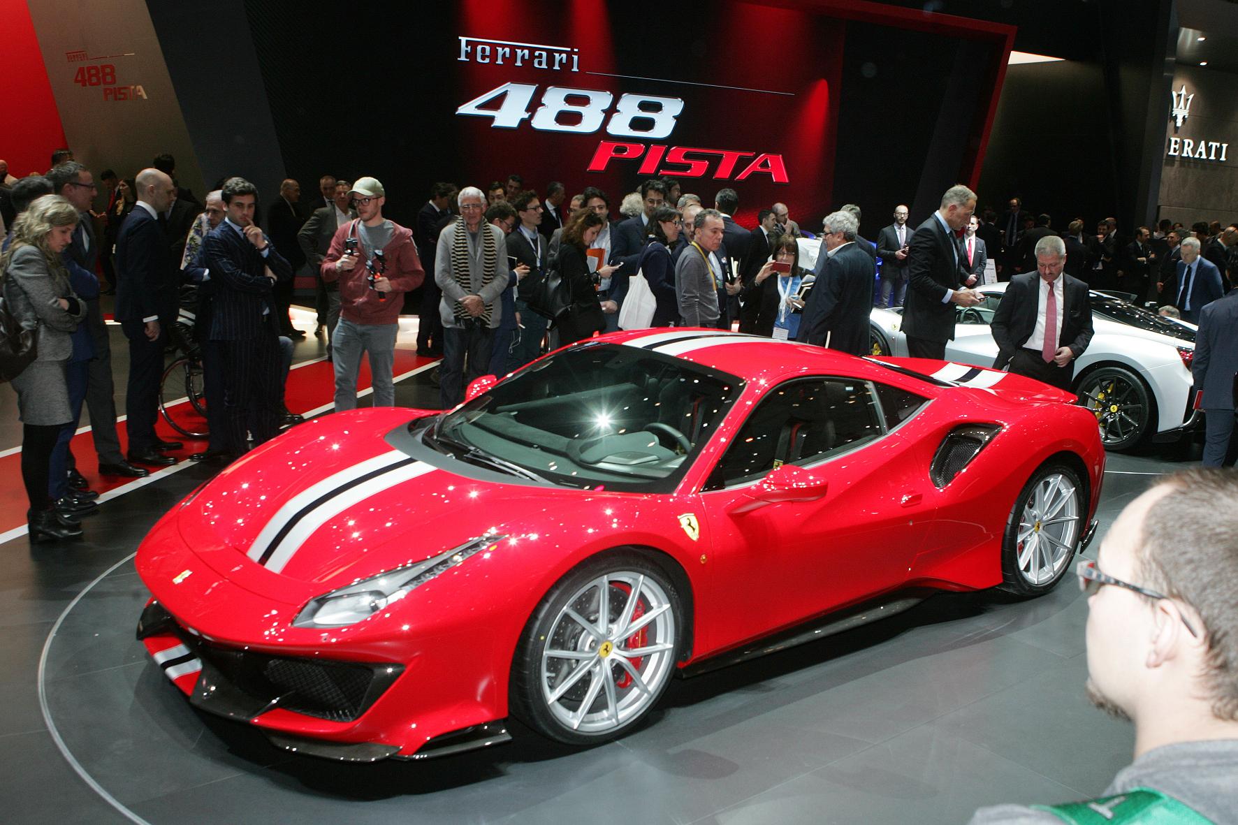 Bei Ferrari ist 2018 der 488 Pista der Blitzlicht- und Fotolinsen-Magnet schlechthin.