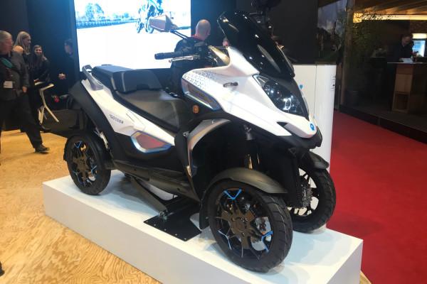 Die E-Version des neuen Qooder verfügt über einen 34kW/46 PS starken E-Motor, was in etwa der Leistung üblicher Maxi-Scooter entspricht.