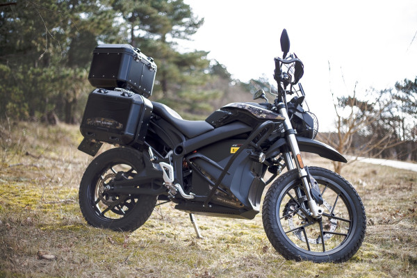 Die Zero DSR Black Forest ist speziell für Fahrer ausgelegt, die auch mit einem Elektro-Motorrad längere Touren fahren möchten.