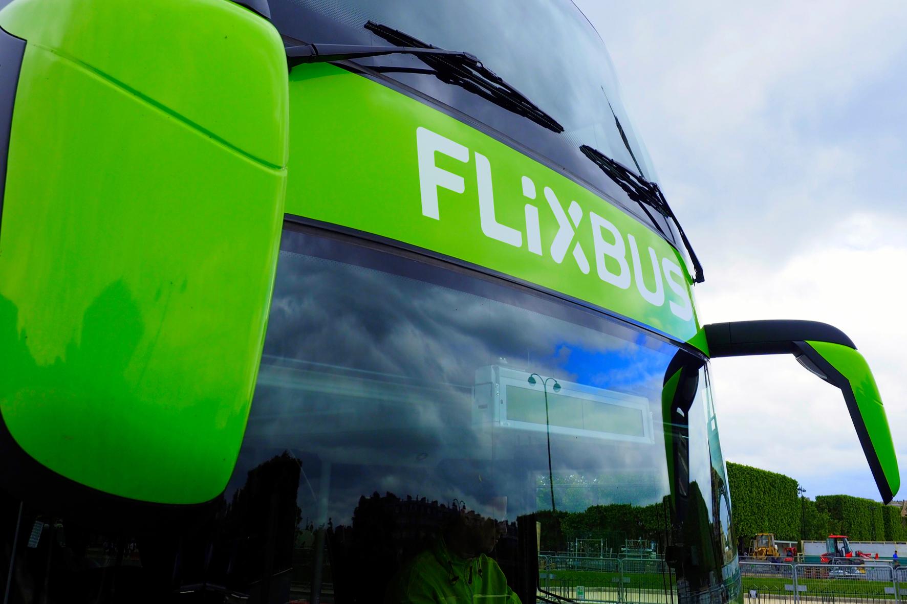 FlixBus steht für grüne Mobilität, nicht nur beim Design der Fernbusse. Das Unternehmen setzt ab April E-Busse ein.