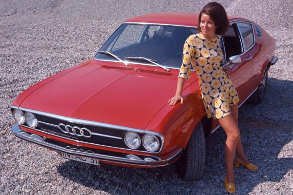 Schickes Auto, schickes Kleid: das Audi 100 Coupé S von 1971.