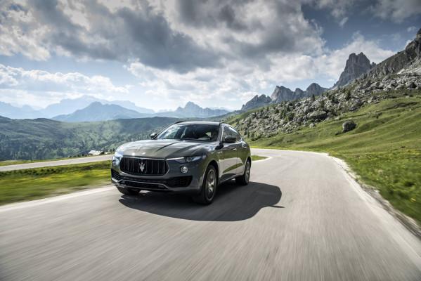 Vorne Dreizack, dann jede Menge Dynamik: der Maserati Levante in der Version GranSport.