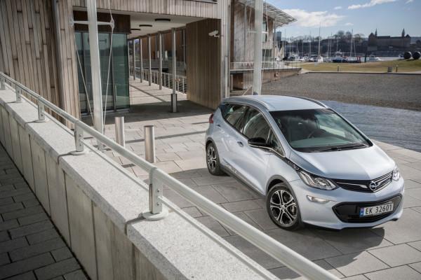 Opel-Ampera-e.