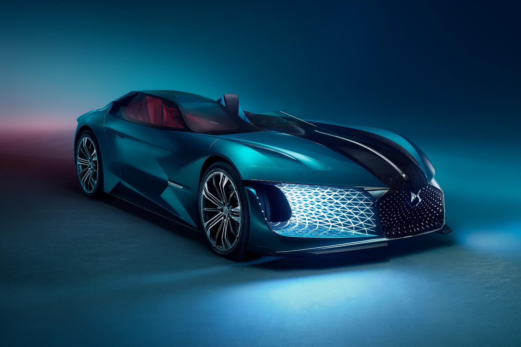 Der E-Sportwagen gleicht mehr einer Skulptur als einem Auto. Fahrer- und Beifahrer-Kabine sind getrennt und asymmetrisch angeordnet.
