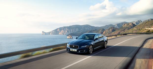 Jaguar XJ50.