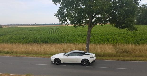 Ganz in Weiß und ohne Blumenstrauß: der Aston Martin DB11.
