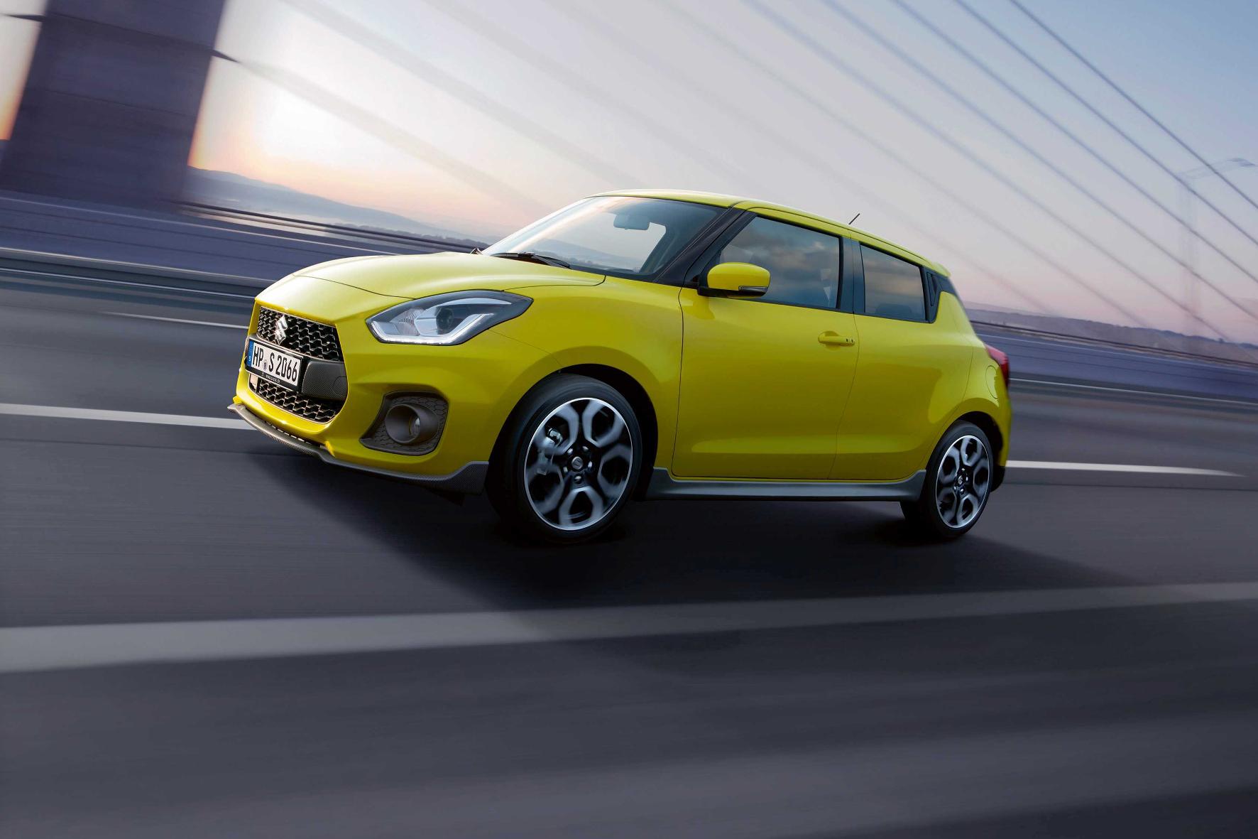 Wer in den Suzuki Swift Sport einsteigt, wird trotz überschaubarer 140 PS eine Menge Fahrspaß haben. Ein sportlich ausgelegtes Fahrwerk und ein geringes Gewicht sind zwei der Zutaten dafür.