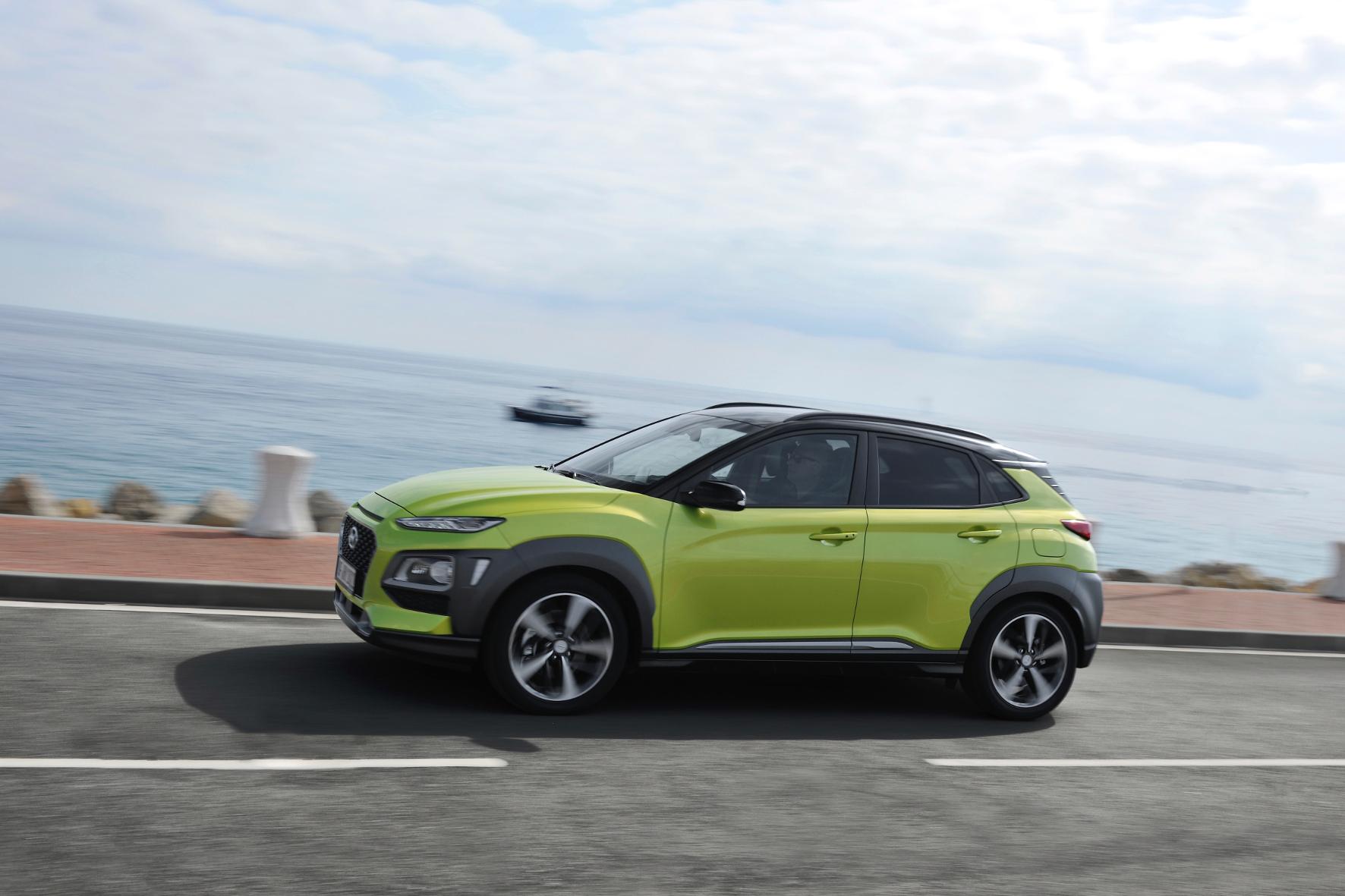 """Selbst in der Launch-Farbe """"Acid Yellow"""" kommt das Lifestyle-SUV Hyundai Kona mit seinem progressiven Design gut an."""