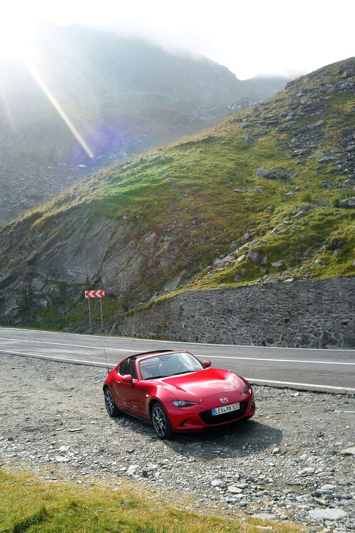 Der überarbeitete Mazda MX-5 schnuppert auf der Transfagarasan-Alpenstraße Höhenluft.
