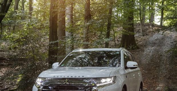 Der Mitsubishi Outlander spielt seine Stärken im Gelände fast überall aus. Und als Plug-in-Hybrid ist er auch noch umweltfreundlich unterwegs.