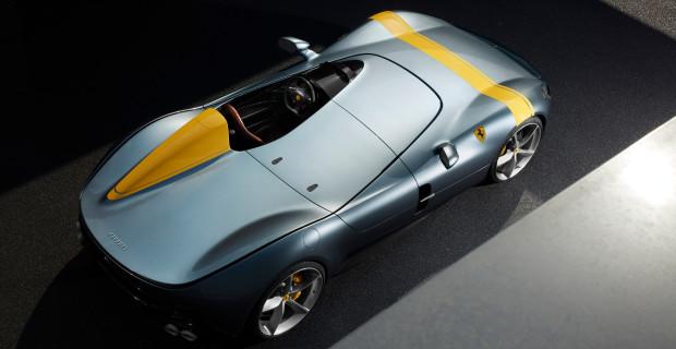 Die Ferrari-Designer haben dem Sondermodell eine Abdeckung auf der Beifahrerseite spendiert, der offene Sportwagen ist ein Einsitzer - in Anlehnung an klassische Rennsportwagen.
