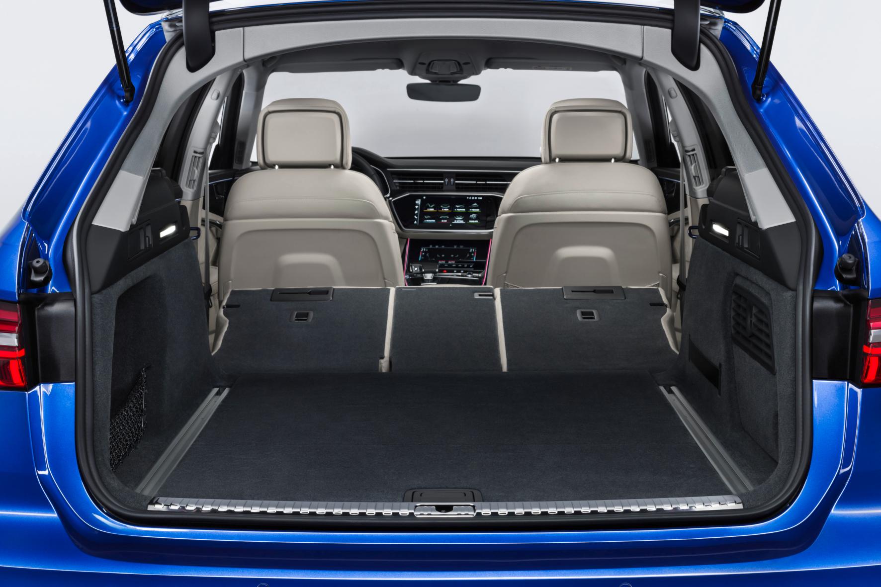 Luxus-Laster: Beim Umklappen der 40:20:40 teilbaren Rücksitzlehne entsteht eine große, aber keine ganz gerade Fläche.
