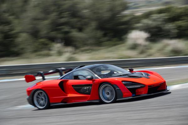 Die typische Grundform aller McLaren-Modelle ist auch beim Senna gut zu erkennen - allerdings spektakulär veredelt.
