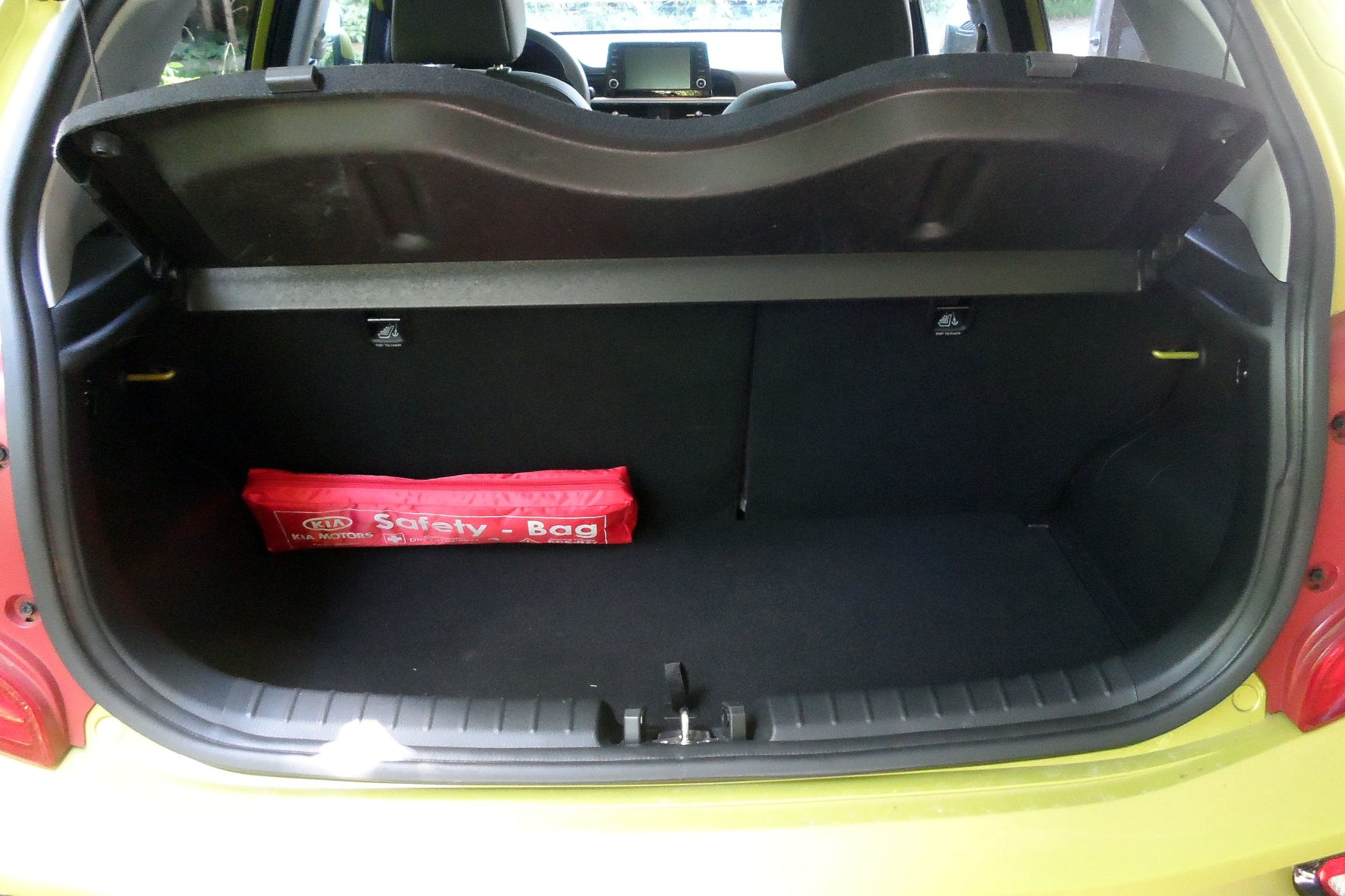 Vergleichsweise geräumig: Der Kofferraum des kleinsten Kia fasst bis zu 1.010 Liter.