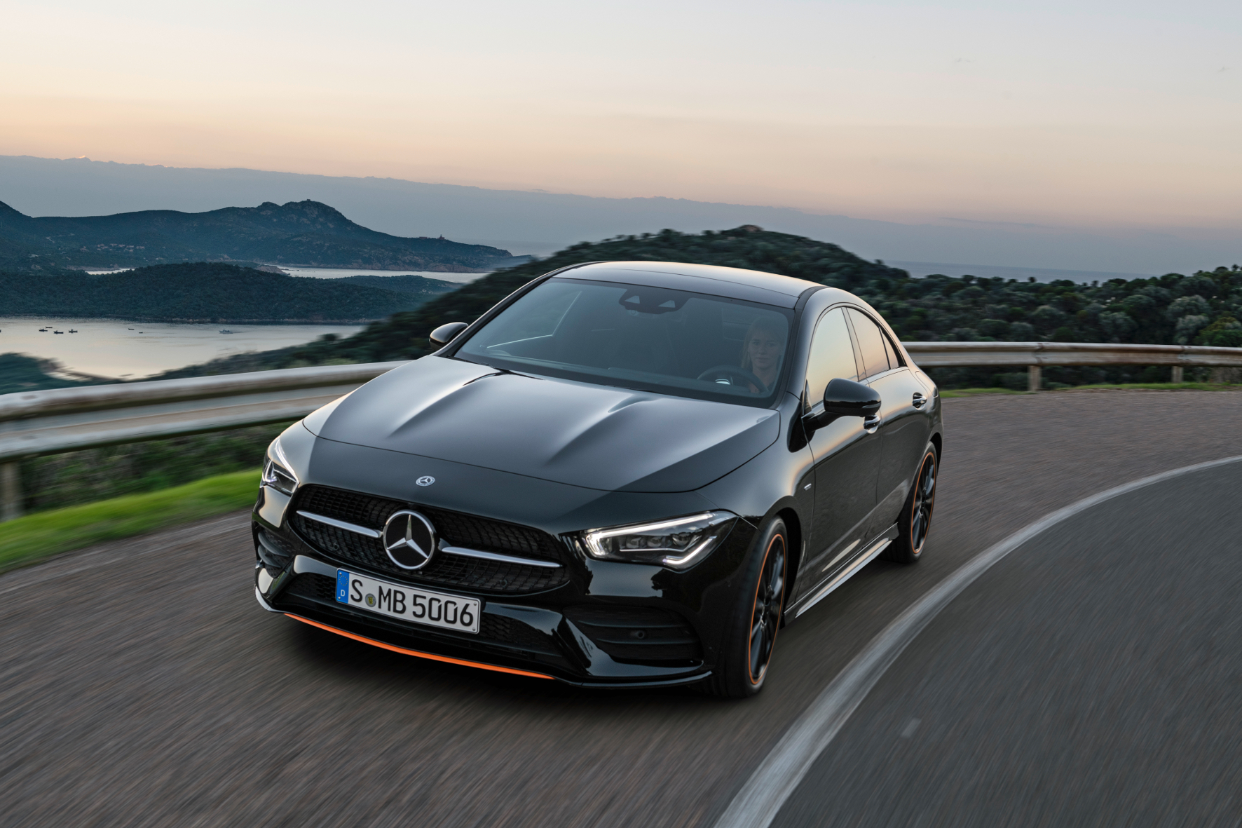 Mit dem neuen CLA will Mercedes anderen Premium-Marken vor allem junge Kunden abjagen.