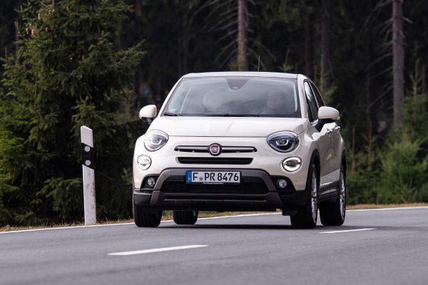Neuer alter Bekannter: Die zweite Generation des Fiat 500X fährt in der gewohnten, aber aufgefrischten Cinquecento-Optik vor.