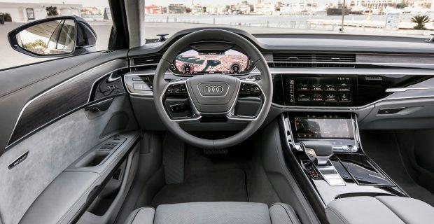 Schick, aber dezent: das Cockpit von Audis Oberklasse-Limousine A8.