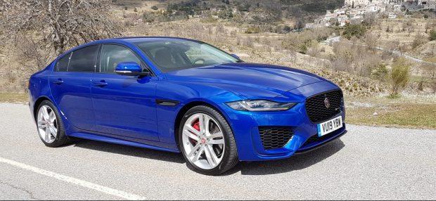 Jaguar XE: Hebel statt Knopf