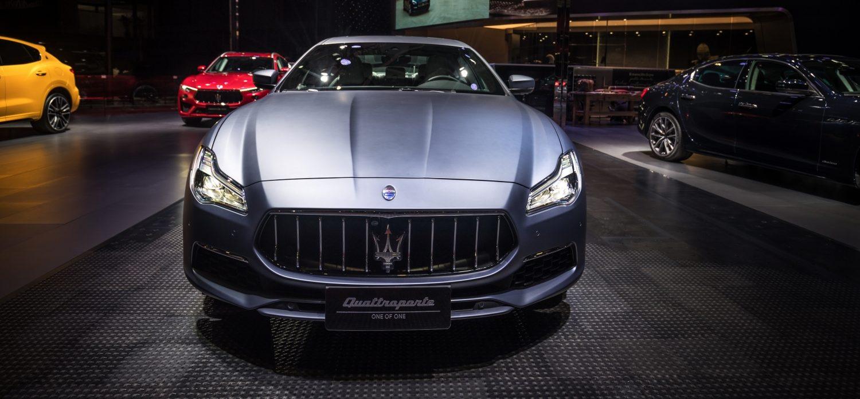 Das gibt's nur einmal: Das Blau wie von einer verwaschenen Jeans entwickelte Maserati mit seinem Kunden exklusiv für dieses Quattroporte-Exemplar.