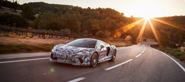 Ohne verunstaltende Plastikteile wird die elegante Form des neuen McLaren erkennbar.