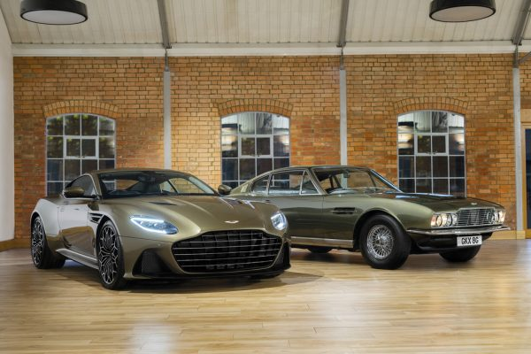 "Aston Martin DBS Superleggera Special Edition ""On Her Majesty's Secret Service"" und das Vorbild von 1969."