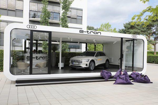 Audi e-Tron für Probefahrten in der Autostadt.