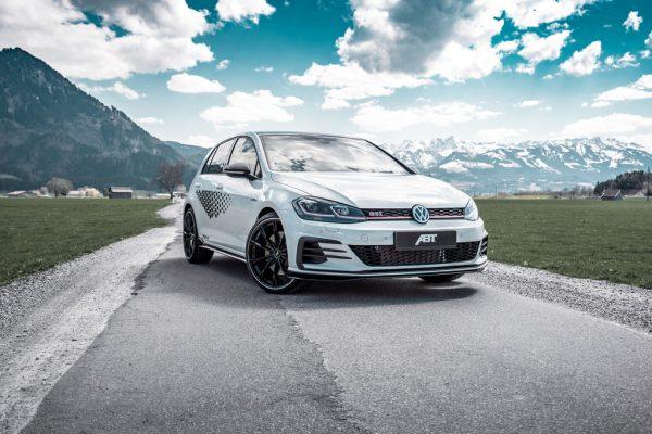 Abt bietet für den VW Golf GTI TCR eine Leistungssteiegrung auf 340 PS sowie diverse Fahrwerkskomponenten an.