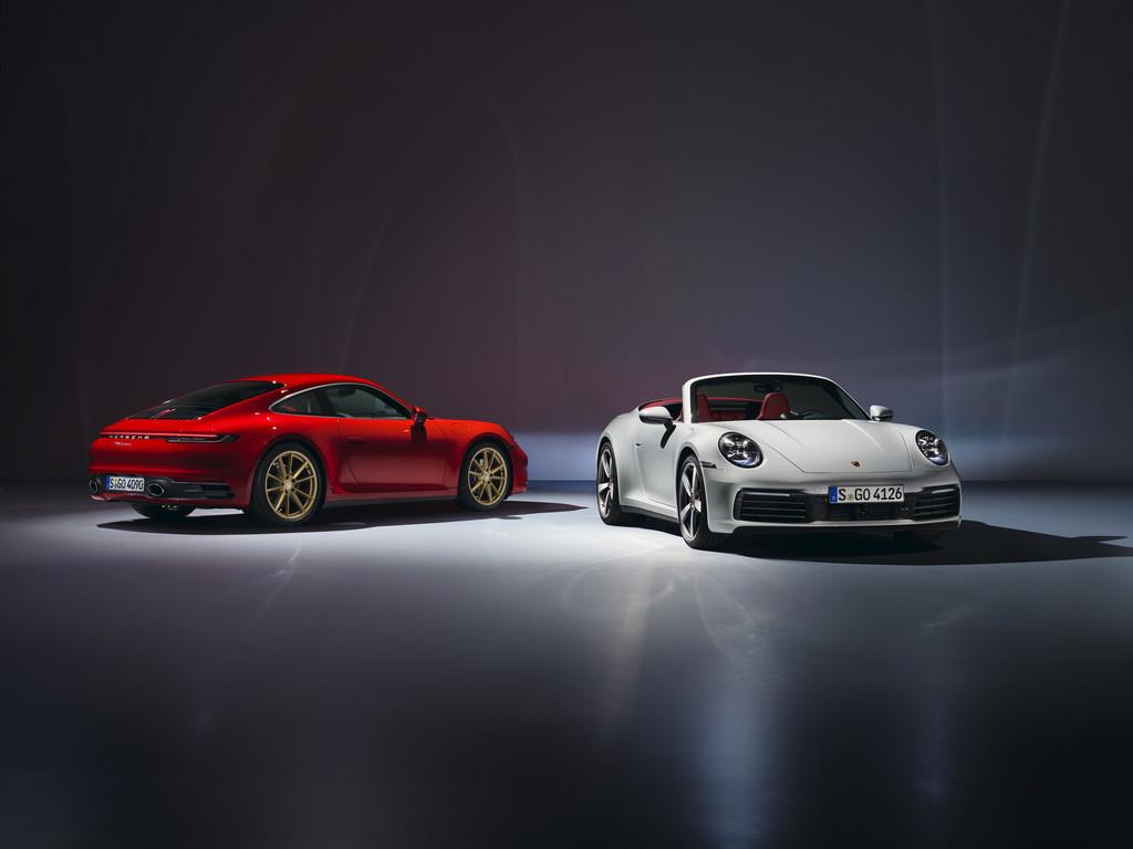 Porsche 911 Carrera Coupé und Cabriolet (rechts).