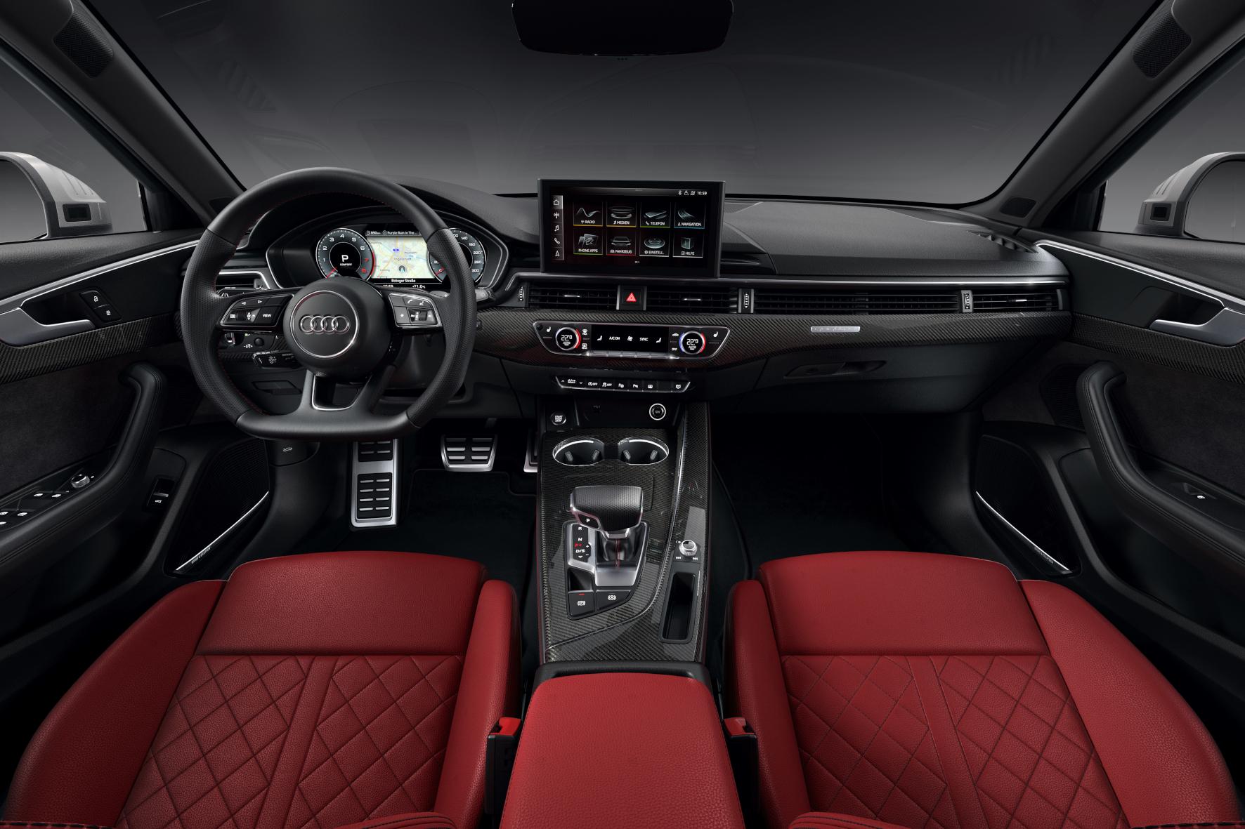 Deutlich aufgewertet und modernisiert: das Interieur des Audi S4.