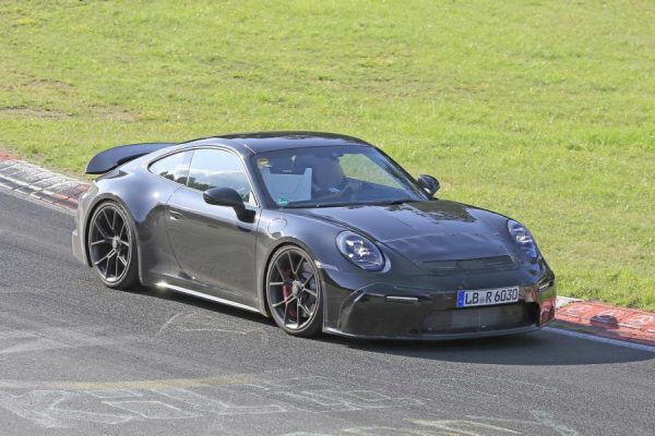 Porsche 911 GT3 Erlkönig schießt durch die Kurve