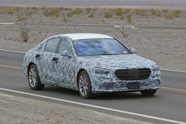 Mercedes-Benz S-Klasse Erlkönig zieht vorbei