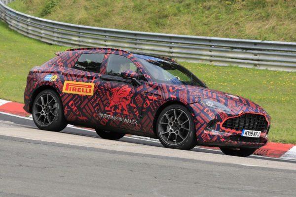 Aston Martin DBX.