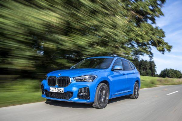 Nicht so eine dicke Lippe wie der Siebener riskiert der neue BMW X1: Zwar wurde die Niere überarbeitet, aber dezenter als beim Flaggschiff.