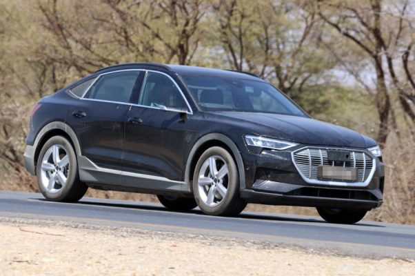 Audi e-Tron Sportback Erlkönig nahezu unverhüllt