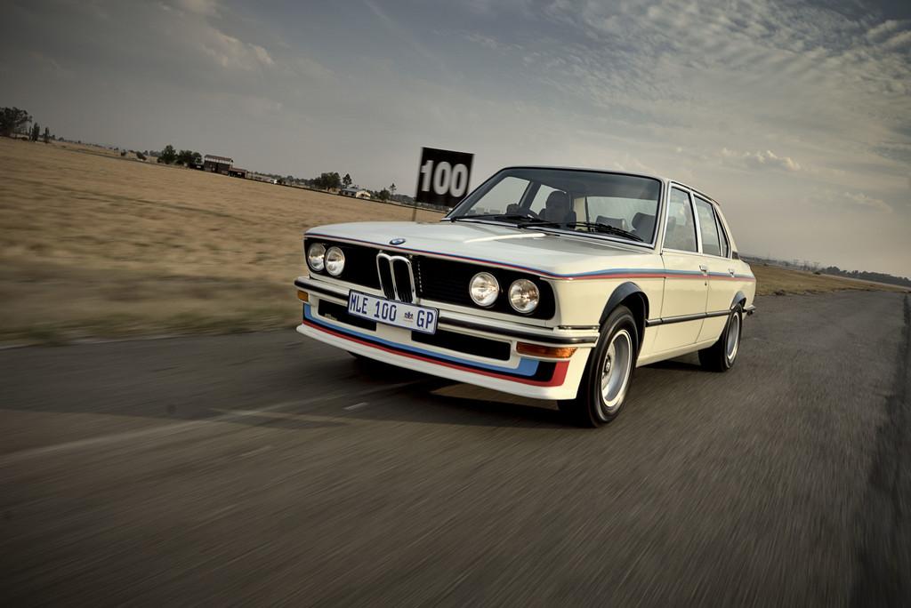BMW 530 MLE (1976).