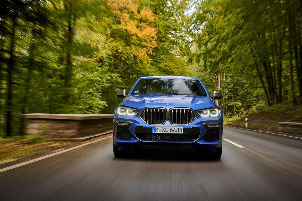 BMW X6 M50i.
