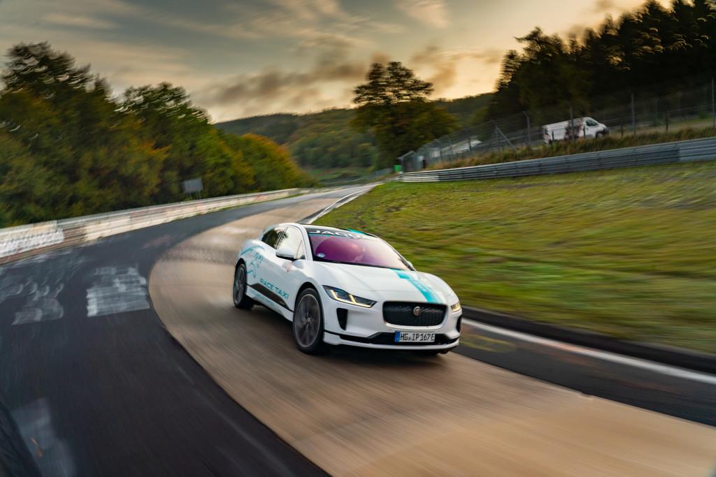 Jaguar I-Pace als Elektro-Renntaxi auf dem Nürburgring.