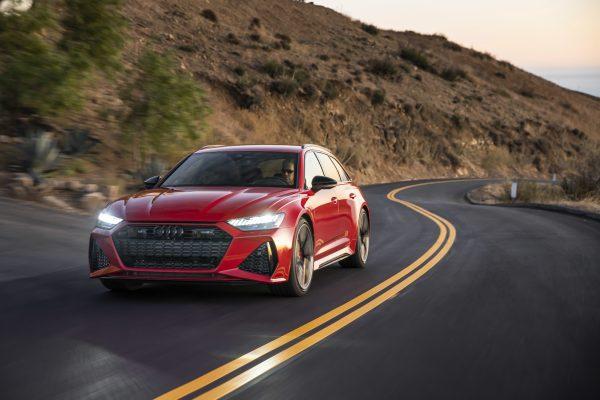 Auch die Frontpartie des jüngsten RS-Modells signalisiert reichlich Dynamik.