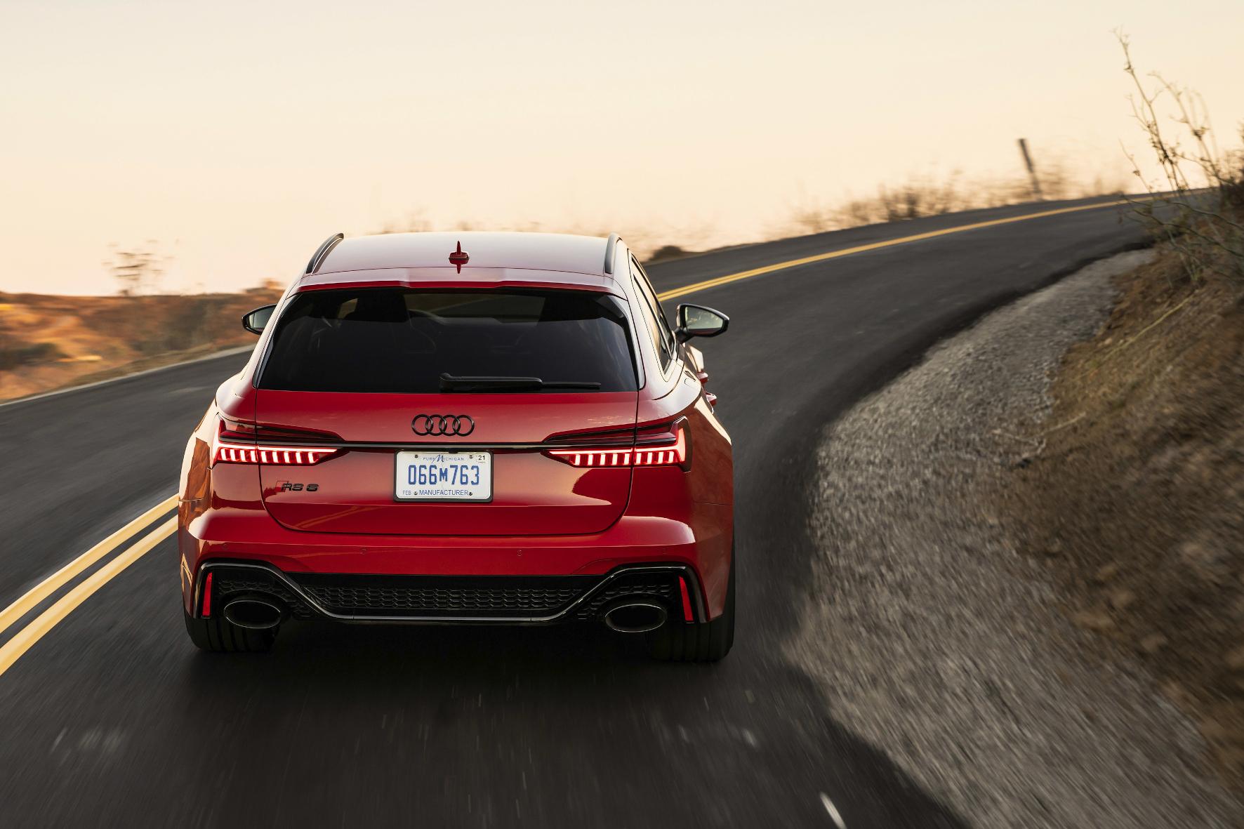 Schöne Kombis sollte man zuerst von hinten betrachten. Bei schnellen Exemplaren wie dem A6 Avant RS ist das meist gar nicht zu vermeiden.